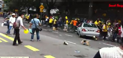 BERSIH 3 police patrol car crashing into demonstrators