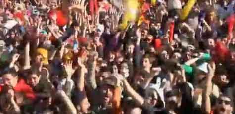 فيديو: آلاف اليونانيين يرقصون هارلم شيك باثينا