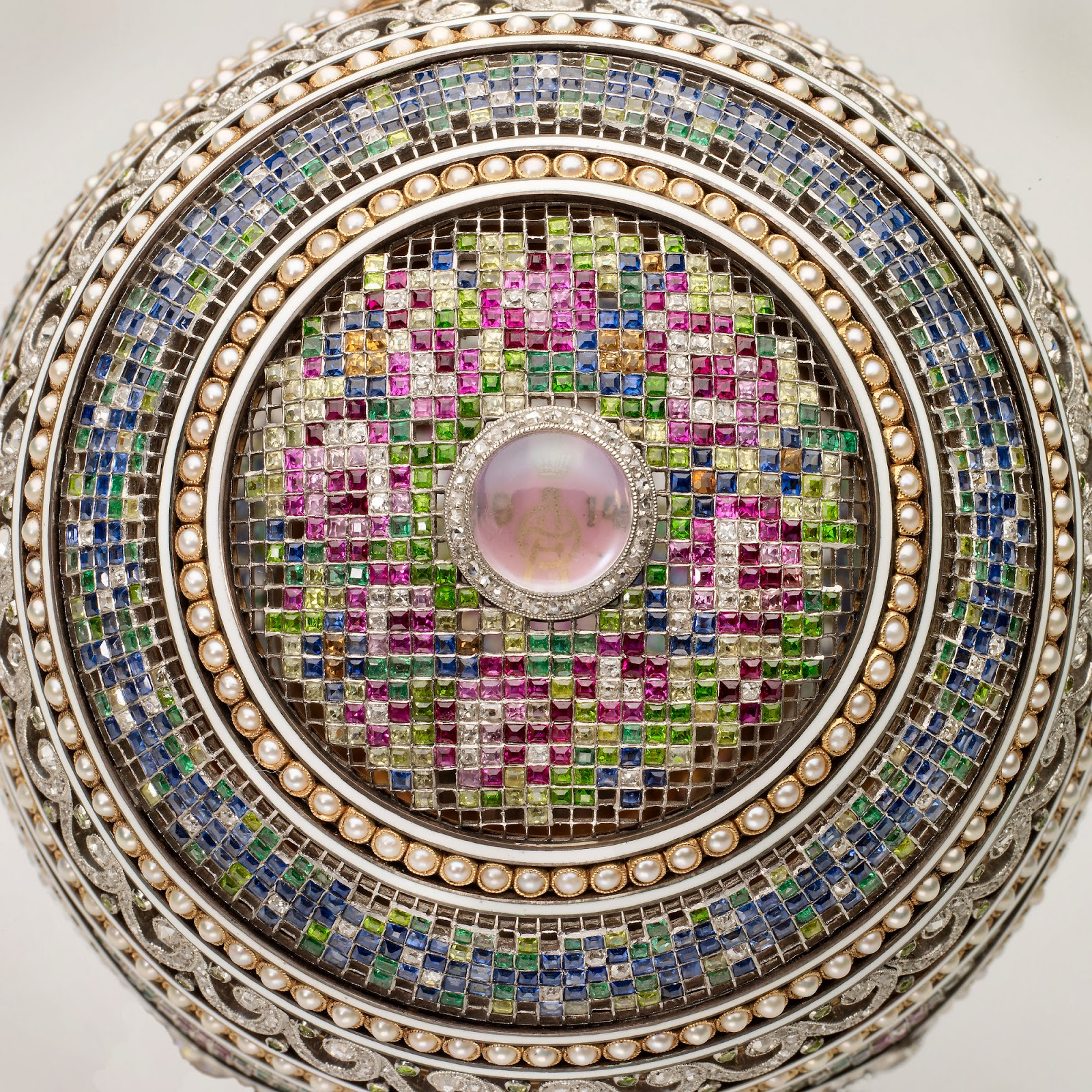 Stalking the belle poque mastery of design the faberg for Egg mosaic design