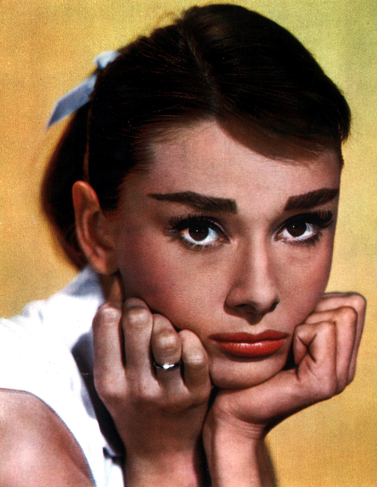 http://1.bp.blogspot.com/-G04AUsHPhlQ/T6R98VrnYgI/AAAAAAAAAZo/68HmT96vkoM/s1600/Audrey+Hepburn+6.jpg