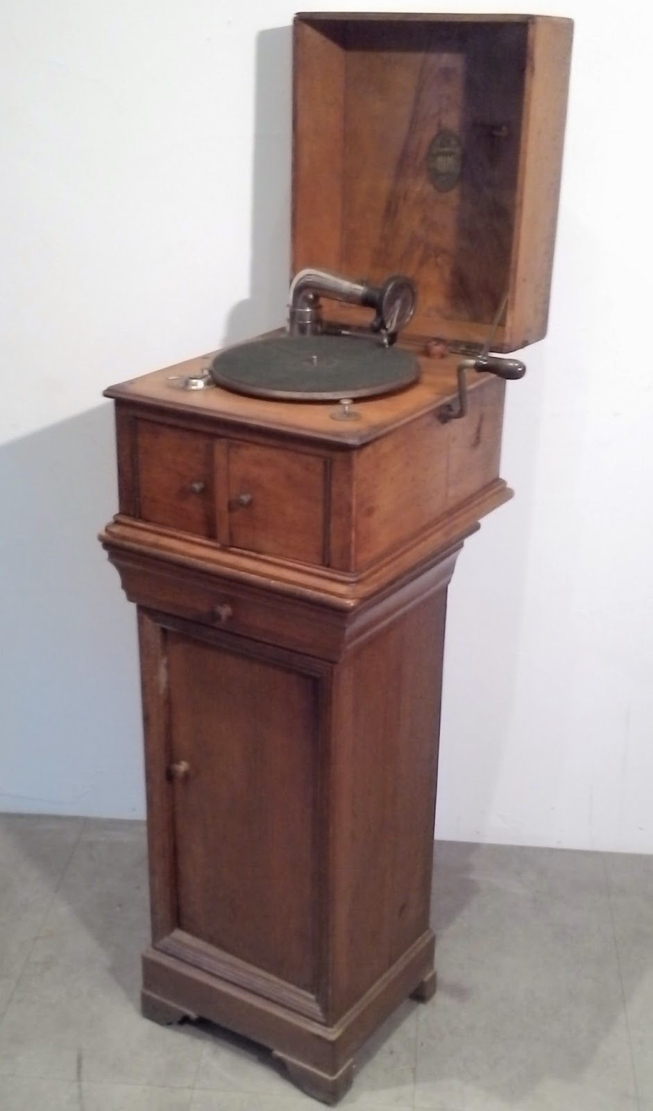 Ancien gramophone od on meuble for Meuble pour tourne disque