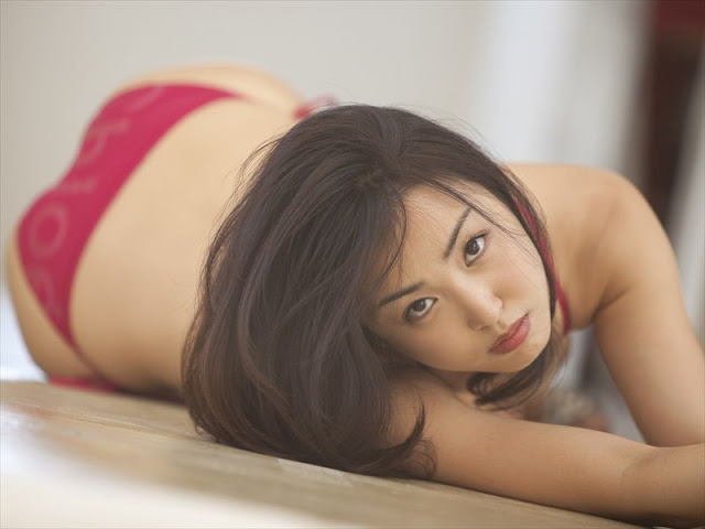 Minase Yashiro sexy in red bikini