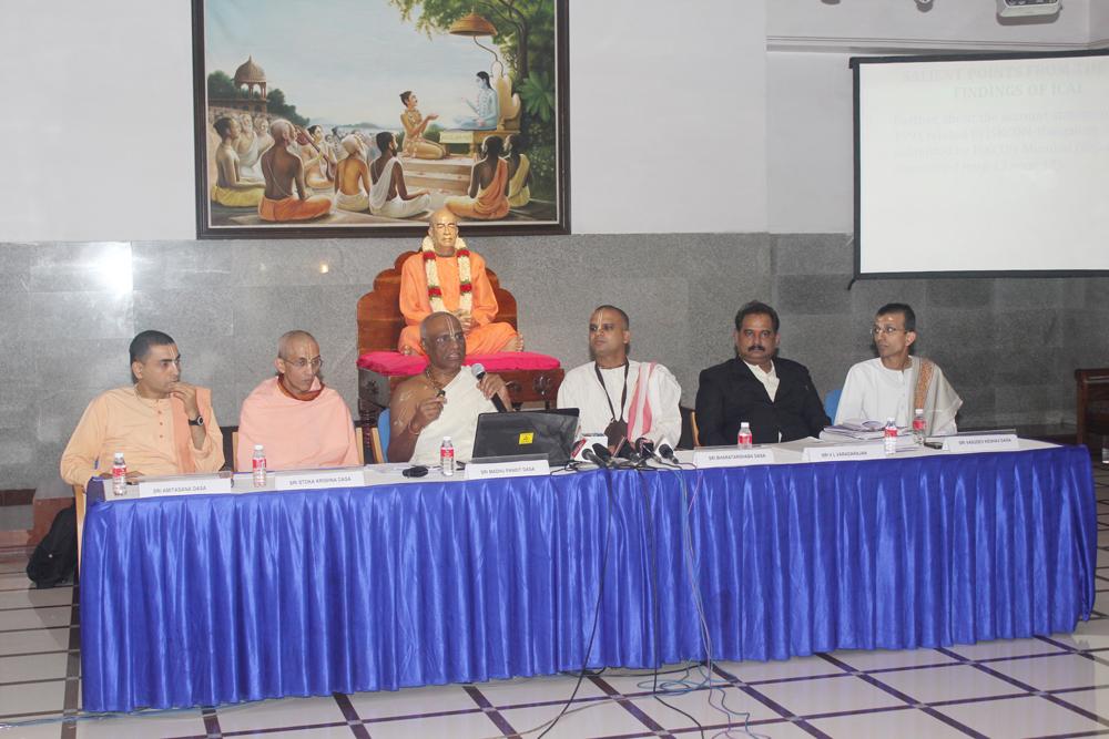 Padma Shri Shriman Madhu Pandit Dasa & ISKCON Bangalore Team with V L Varadarajan