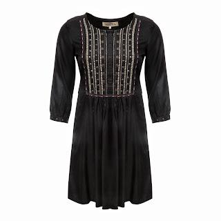 desenli garnili siyah elbise