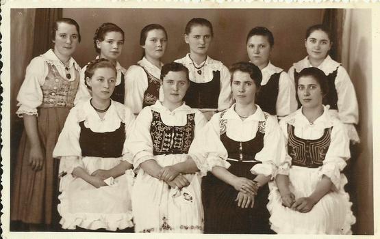 Alsósófalvi lányok csoportja 1941. jún. 1.