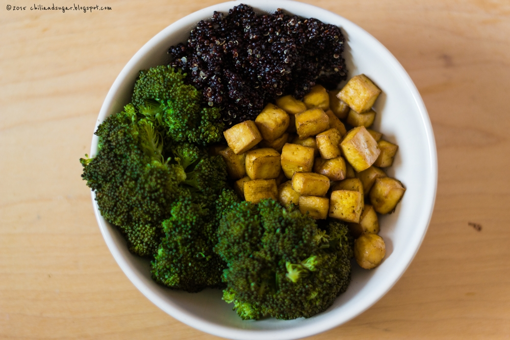 Chili Sugar Obiad W Miseczce Smazone Tofu Czarna Quinoa I Brokuly