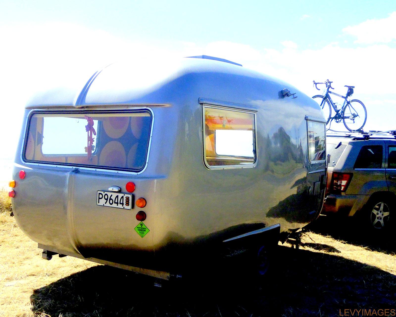 http://1.bp.blogspot.com/-G1TfSYMmQr0/UT0OoAbNkwI/AAAAAAAANXw/Jalr5bzPzrE/s1600/bubbles-retro-artdeco-vintage-fibreglass-1972-oxford-concord-new-zealand-caravan-hil-mario-stapper-life-enjoyers-wanaka-freedom-camping-the-flying-tortoise-006.jpg