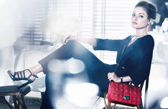 Mila Kunis égérie sac à main Dior