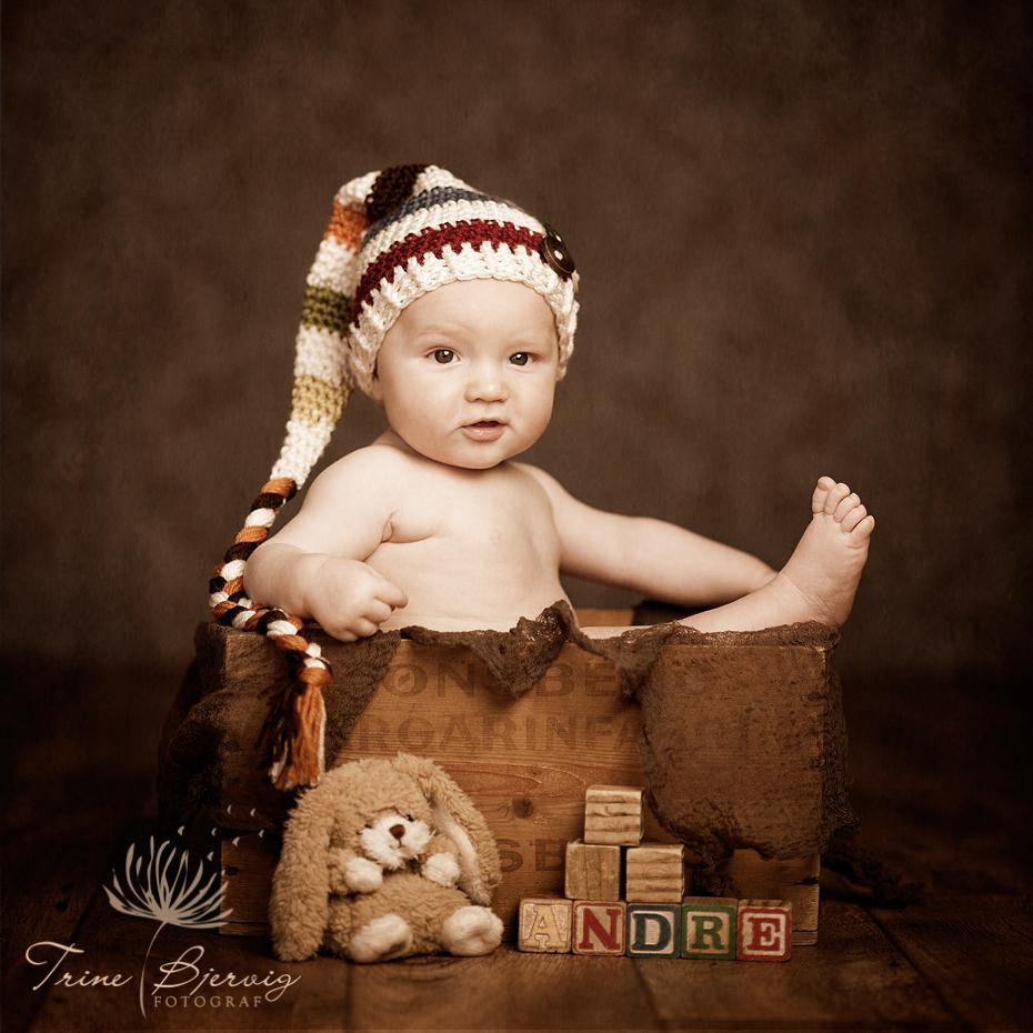 babybilde av liten gutt med lue, fotograf trine bjervig, drammen, asker og bærum