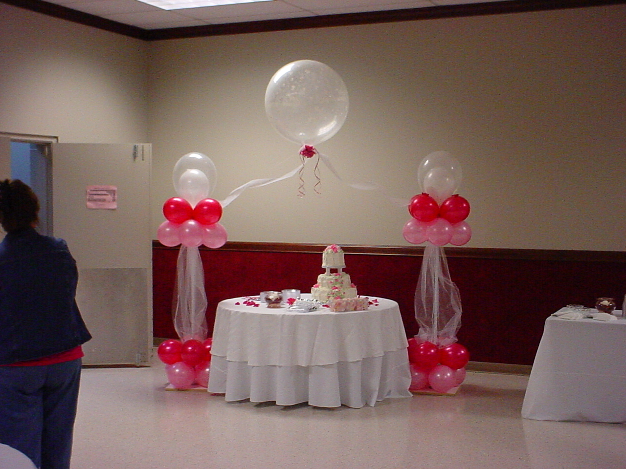Balloon designs pictures balloon decoration for Design decoration ideas