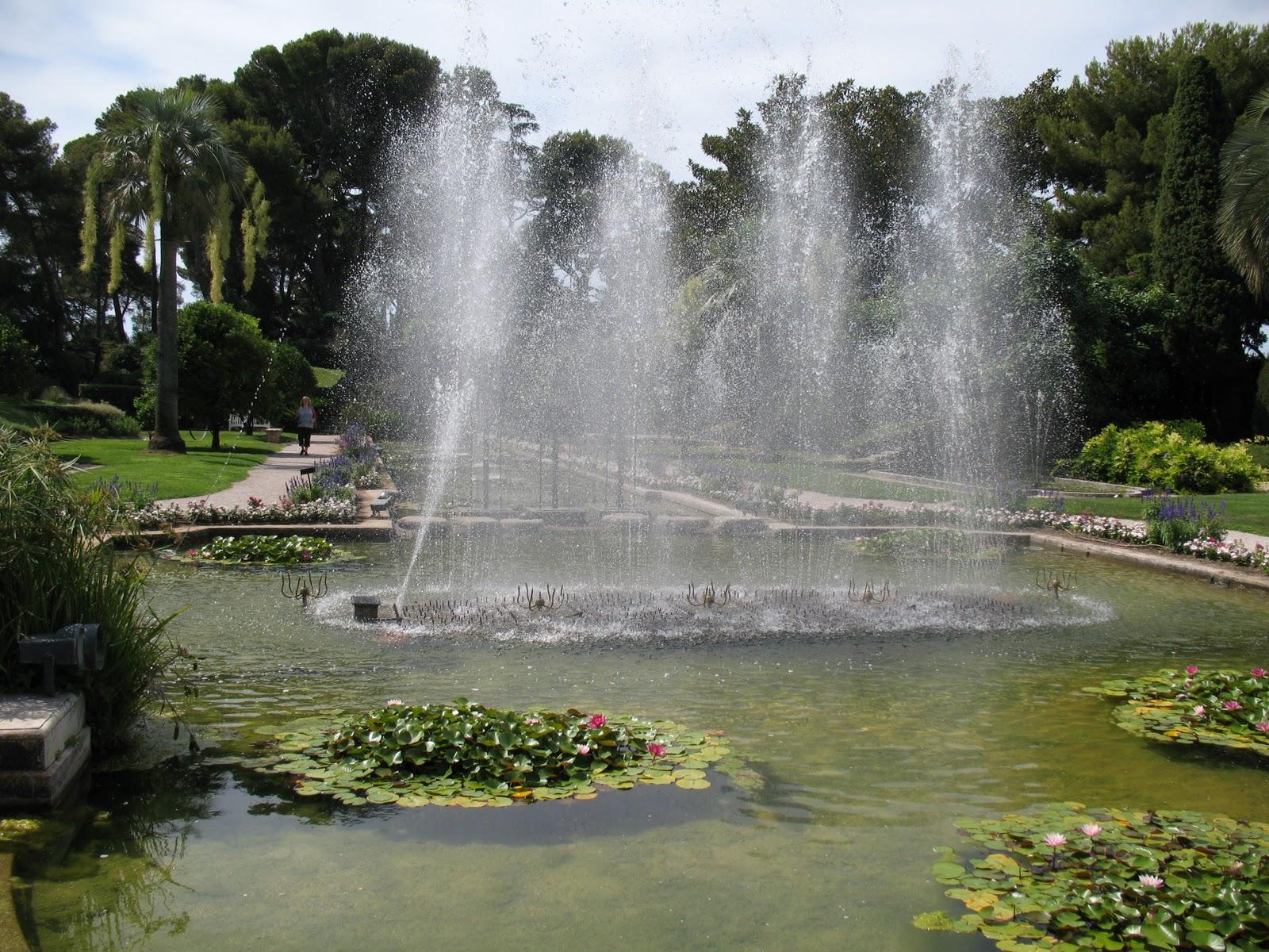 Roses du jardin ch neland villa ephrussi de rothschild for Villa du jardin singapore