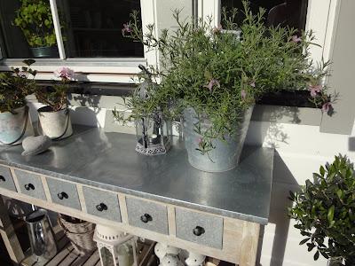 Blomsterbord för att plantering och arrangemang