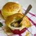 Kurczak z porem i pieczarkami zapiekany pod pierzynką z ciasta francuskiego