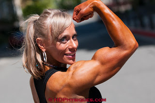 bodybuilder Wendy Lindquist biceps flex