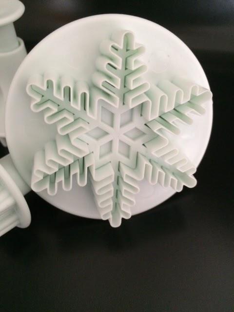 lahr2006 testet lihao schneeflocken ausstecher 3 tlg ausstechformen auswerfer backen stempel. Black Bedroom Furniture Sets. Home Design Ideas