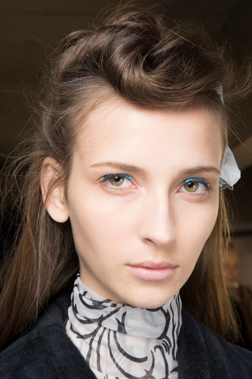 paris fashion week spring 2016, beauty blue glitter eyeliner 40s hair