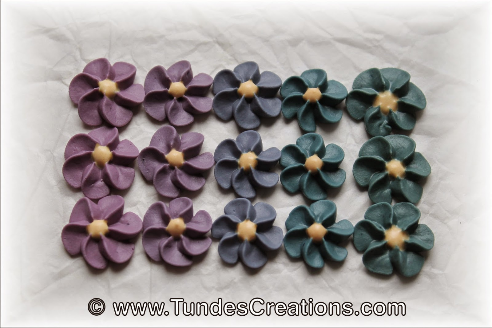 Icing flowers with TruColor natural food colors