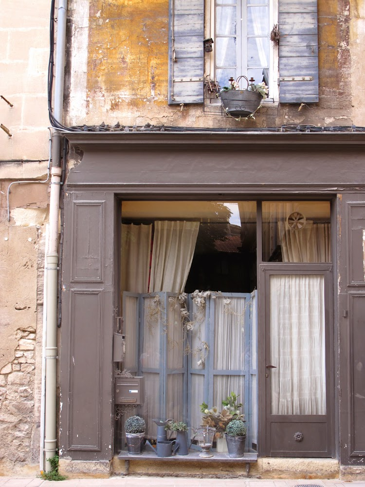Shabby chic shutters in Saint-Rémy-de-Provence, France