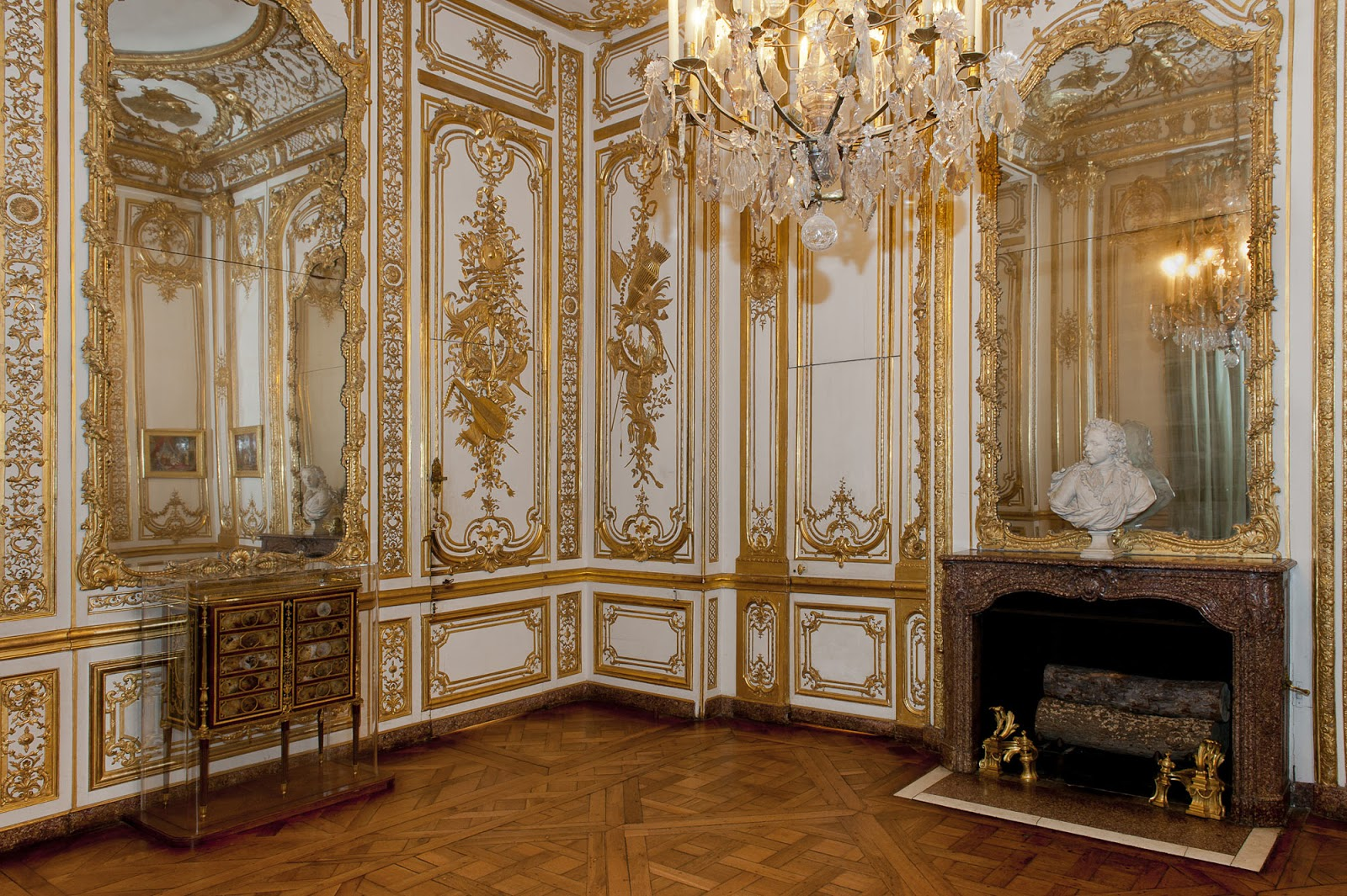 Loveisspeed le grand cabinet int rieur de la reine for Chambre louis xv