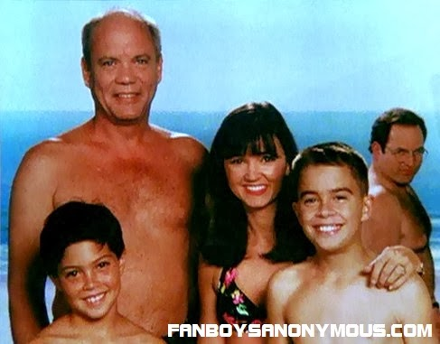 Seinfeld character George Costanza (Jason Alexander) accidentally photobombs his employer's family on holiday