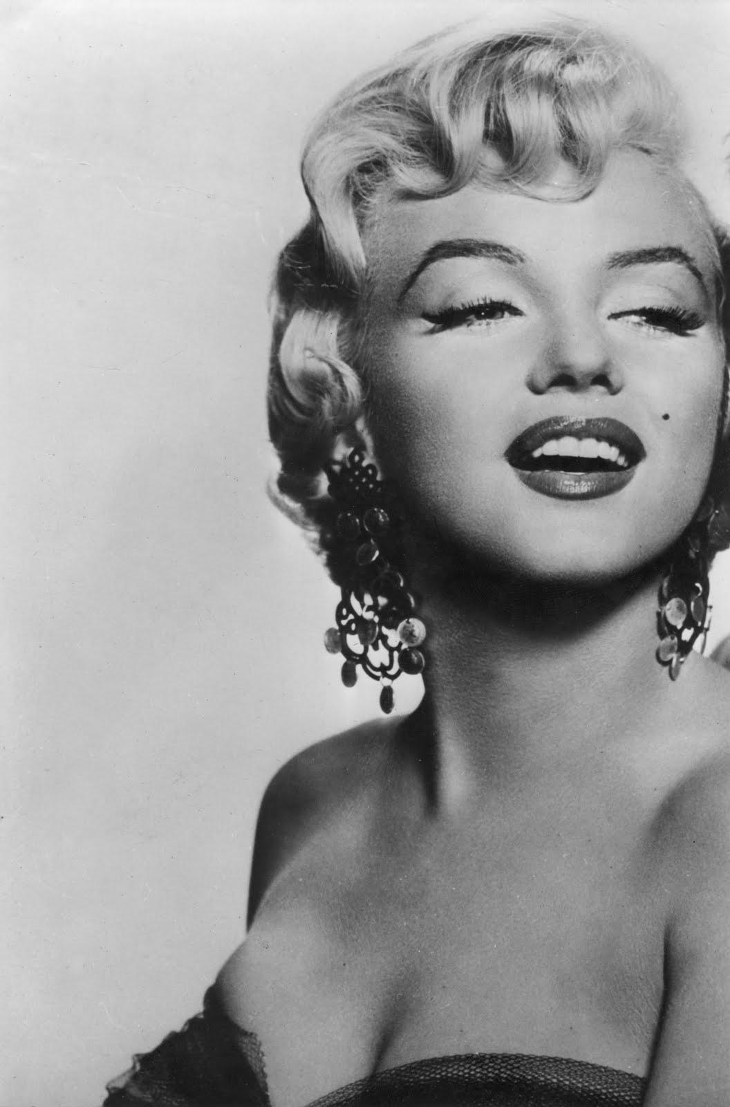 http://1.bp.blogspot.com/-G43JuUSpkas/TbIcDxCgxuI/AAAAAAAAAaM/Yu1zuflTqPY/s1600/Marilyn-Monroe-hi-res-1.jpg