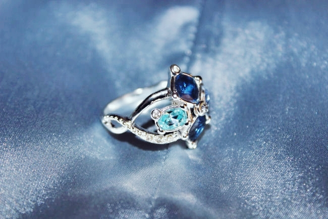 Avon jewelry- Entwined Shimmer ring. Avon jewelry set- Entwined Shimmer. Avon Jewelry. Avon nakit. Avon jewellery. Jewelry trends 2015.