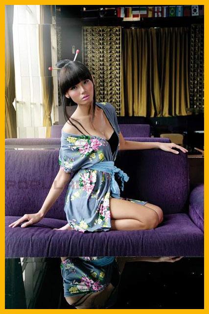 Model Majalah Dewasa : Mona Qiera