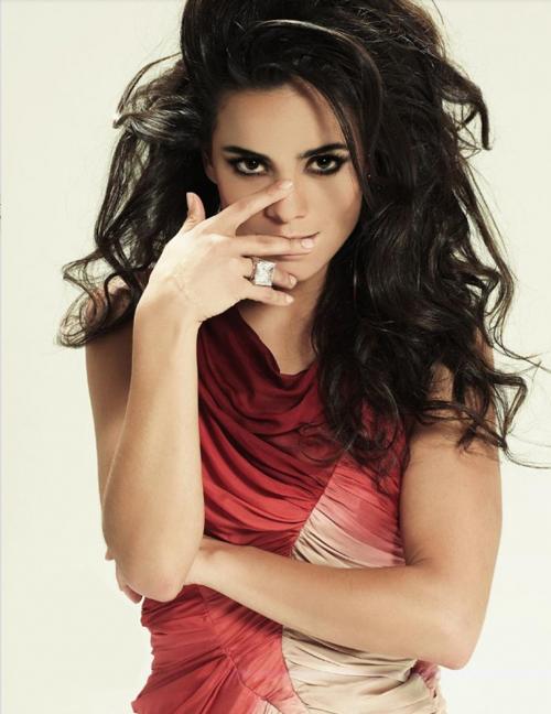 Alice Braga Hairstyle 11