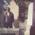 Aparicion del Fantasma de Jim Morrison Morrison-ghost-1-photo-in-tomb