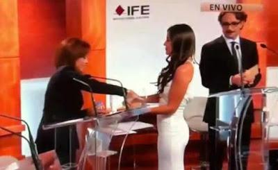 Edecan del IFE se llevó el debate