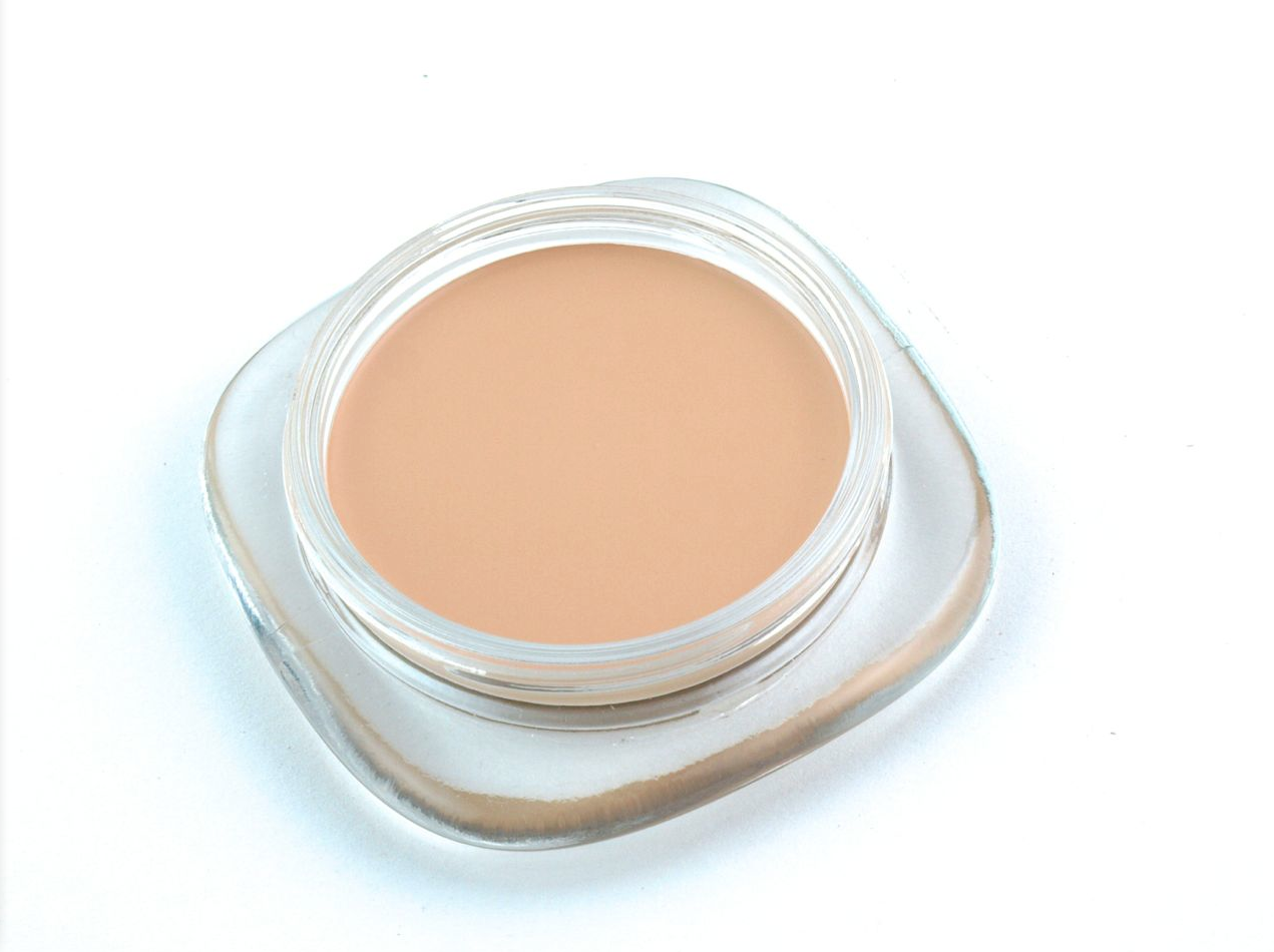 "Marc Jacobs Marvelous Mousse Transformative Foundation in ""22 Bisque Light"": Review and Swatches"