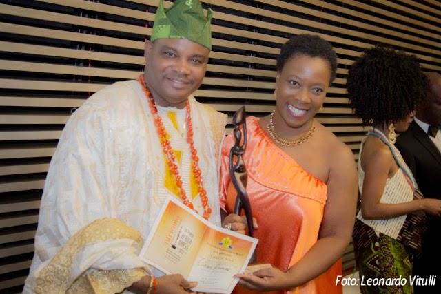Prêmio África-Brasil: Claudia Alexandre recebe Troféu Mama África