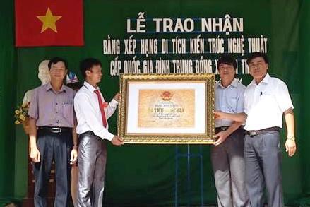 Trung Đồng- Vân Trung tổ chức lễ đón nhận Bằng di tích quốc gia Đình Nguyễn