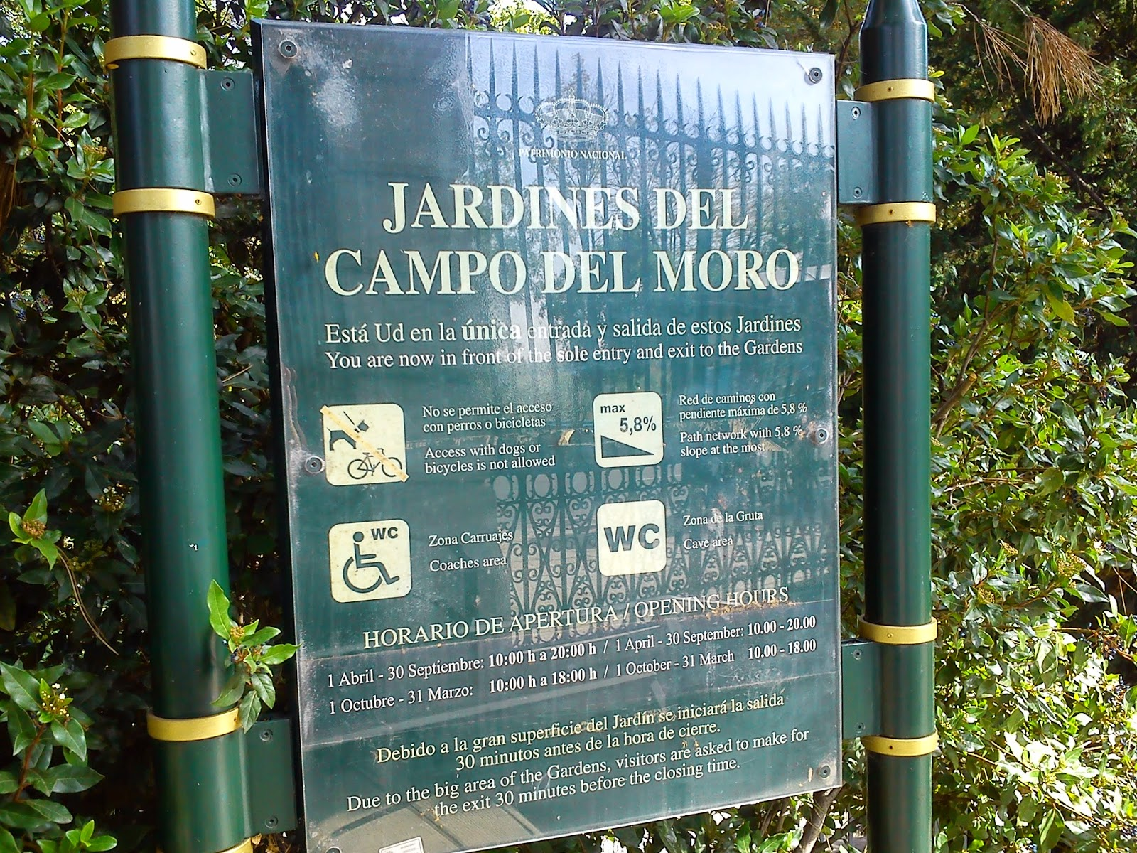 Por la calle de alcal jardines del campo del moro madrid for Jardines del moro
