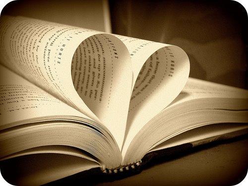 http://1.bp.blogspot.com/-G5D0dtyFMo4/TVk8nVio79I/AAAAAAAABgU/tuihUcu_nQU/s1600/love%2Bbooks.jpg