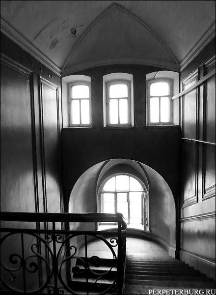 парадные Питера экскурсия черно-белое фото мистический Петербург
