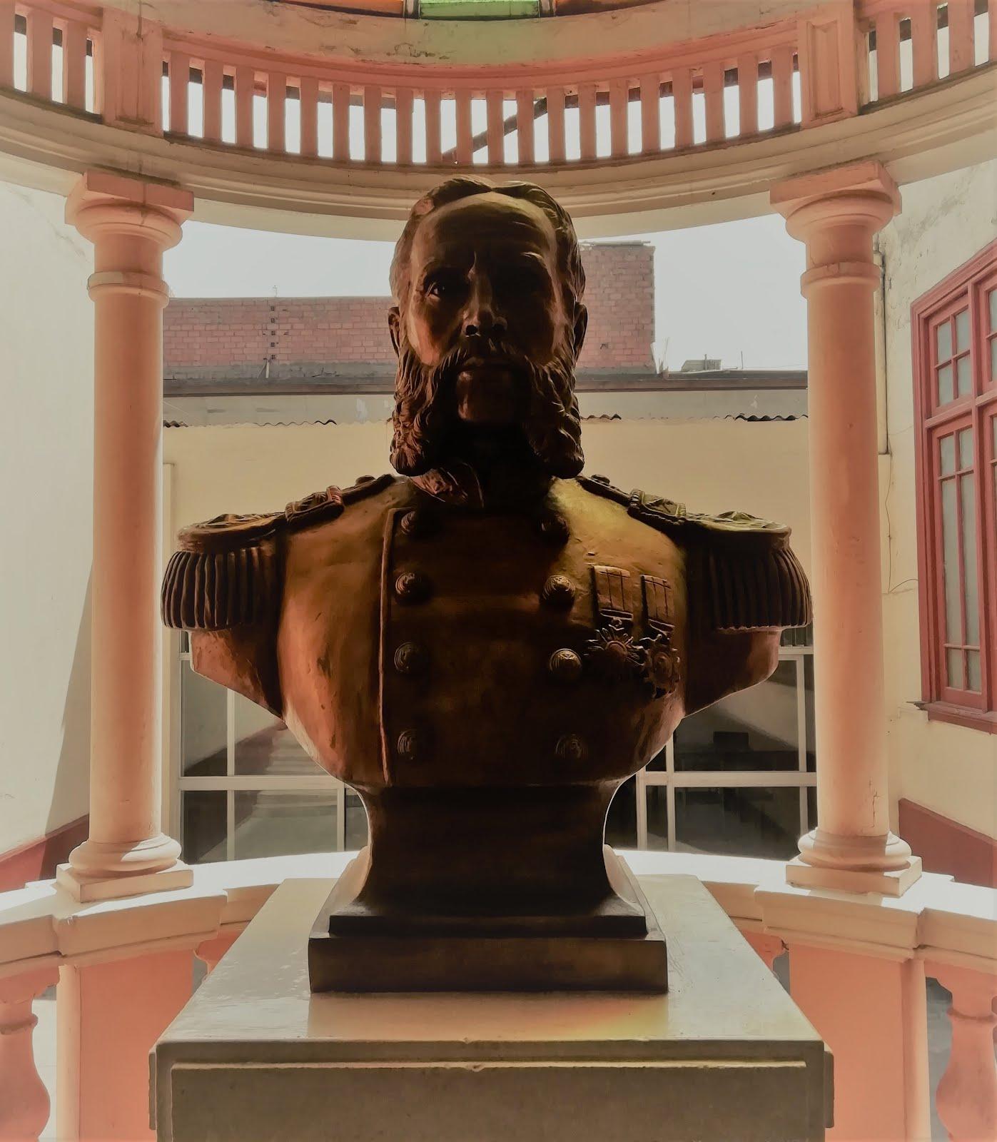 Busto del Gral. Andrés A. Cáceres