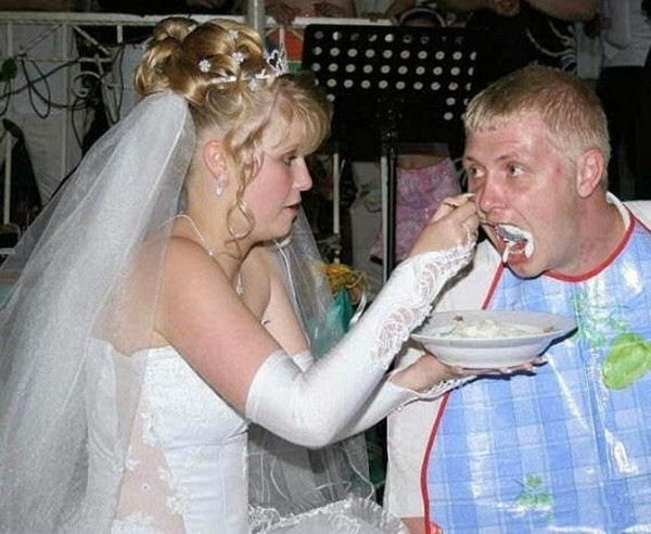 أطرف صور العروسين في حفلات الزفاف  Funny-wedding-photos-19