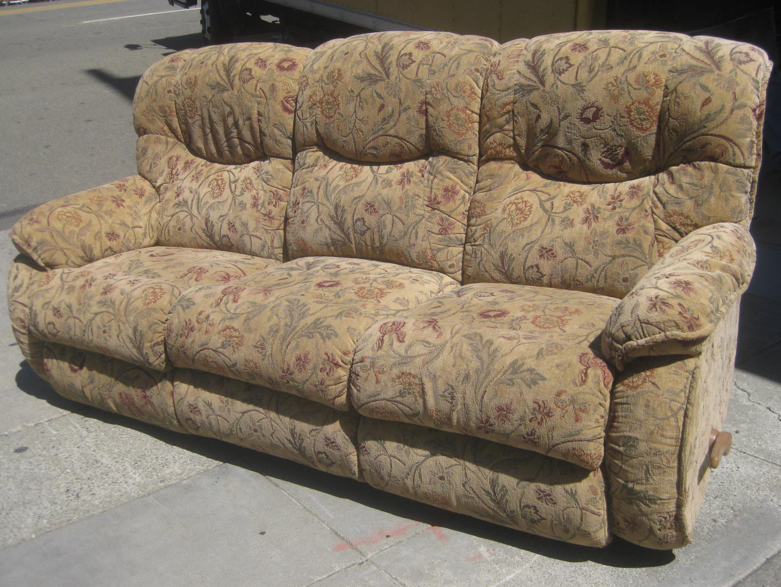 Uhuru furniture collectibles sold sofa with recliner for Sectional sofa with reclining ends