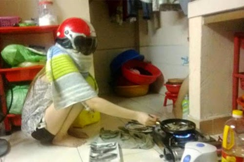 Photos Funny with Women in Kitchen