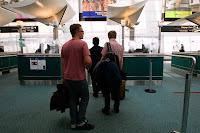 Паспортный-контроль-в-аэропорту