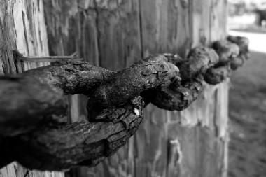 macro-rusty-chain-cliche.jpg