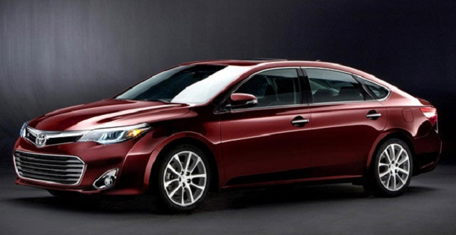 2015 Toyota Avalon Hybrid front 3/4 view