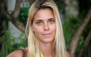 Carolina Dieckmann não desceu do salto com mais uma alfinetada de Luana Piovani, que a provocou novamente, desta vez dizendo que a riscou de sua caderneta (clique aqui para saber o que aconteceu).