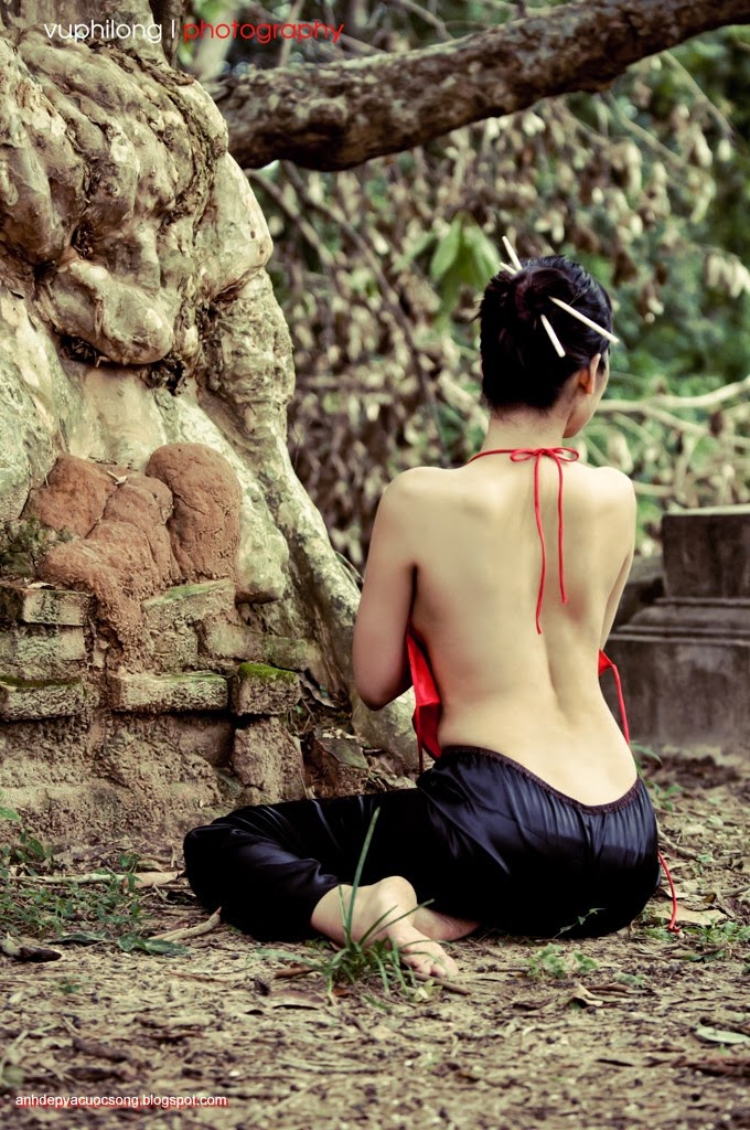 Thiếu nữ duyên dáng với áo yếm xưa 24