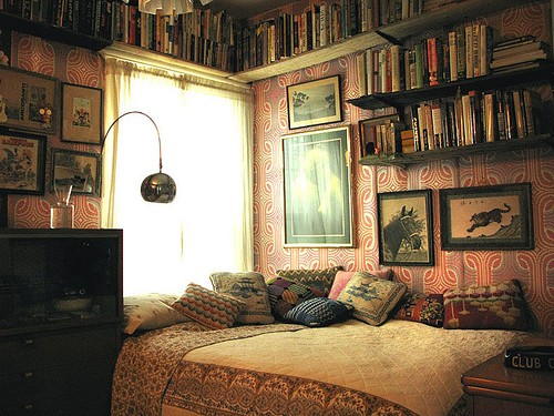 Distressed vintage bedroom inspiration i heart shabby chic for Antique books for decoration