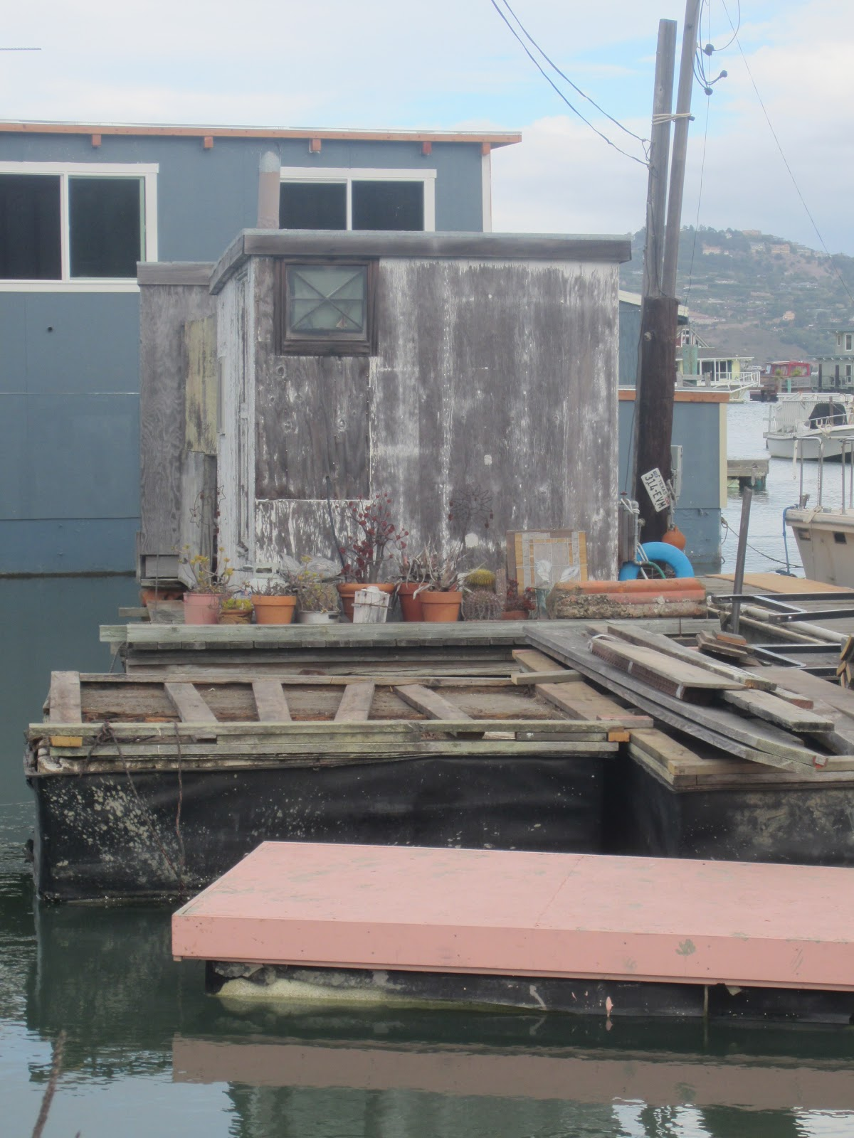 Watch in addition DIYFloating Dock further Joliboat layout additionally 53 Adventurer Class Houseboat furthermore Shanty Boat. on pontoon houseboat plans