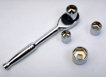 Ratcheting wrench and sockets