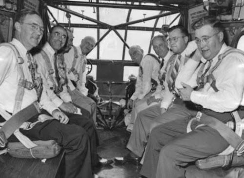 Hình ảnh về những nhà khoa học trên tàu lượn Waco