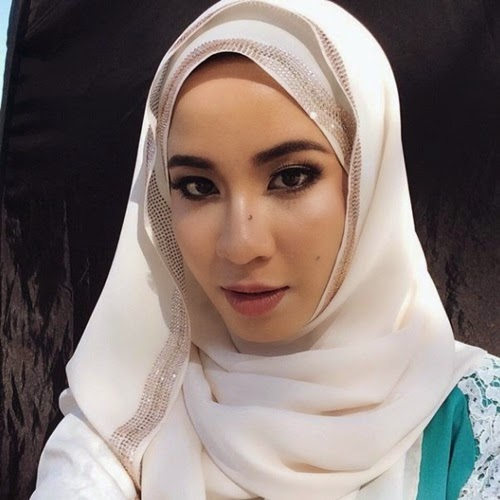 Biodata Bella Dally, profile, biografi Nabilah Ali Dally, profil dan latar belakang Bella Dally pelakon drama Bencinta TV3, gambar Bella Dally, filem, drama lakonan Bella Dally, facebook, twitter, instagram Bella Dally, Bella Dally kekasih Nazim Othman